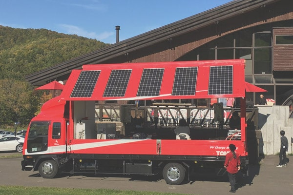 太陽光搭載ステージトラック|有限会社トミタ